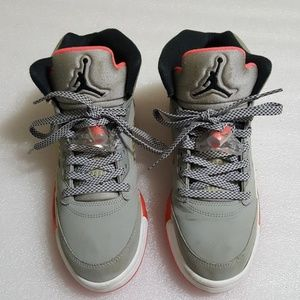 JORDAN mens  high top shoes size 7.5
